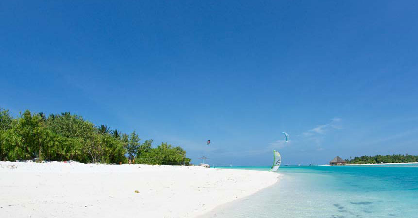 Learn kitesurfing in the Maldives. Dhiffushi's lagoon is perfect for kiters and beginners.